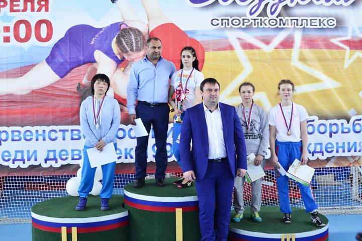 Первенство РФ повольной борьбе среди юниорок. УДагестана три медали