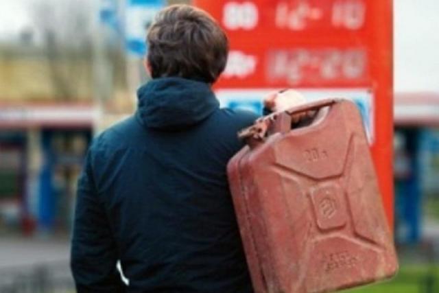 Алкоголь планируют продавать на АЗС, чтобы не дорожало топливо