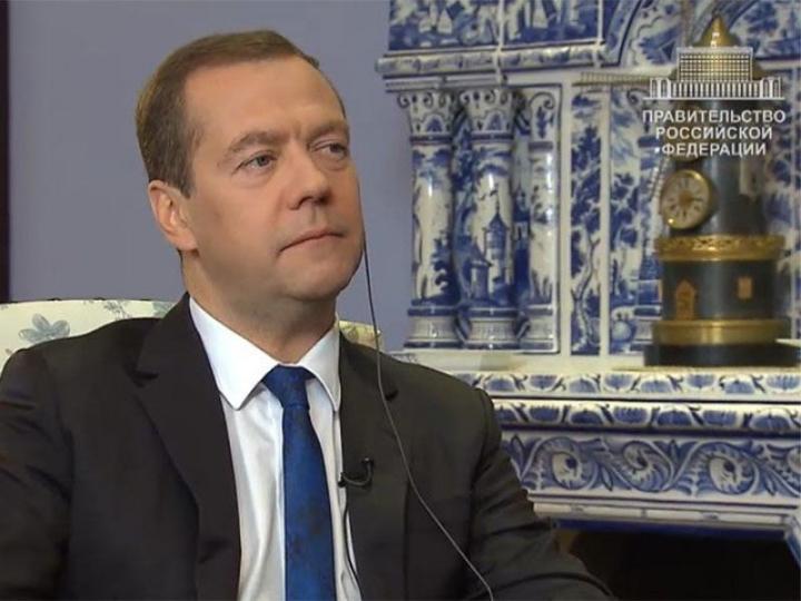 Медведева попросили познакомить школьников сантикоррупционными мерами