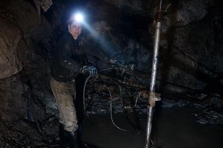 Cотрудники экстренных служб отыскали тело пропавшего начальника участка при обрушении шахты вТуве