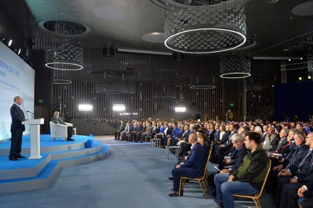 Украина возмутилась поездкой В.Путина вКрым