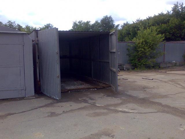 В Абакане мужчина украл из гаража тестя чужие авто