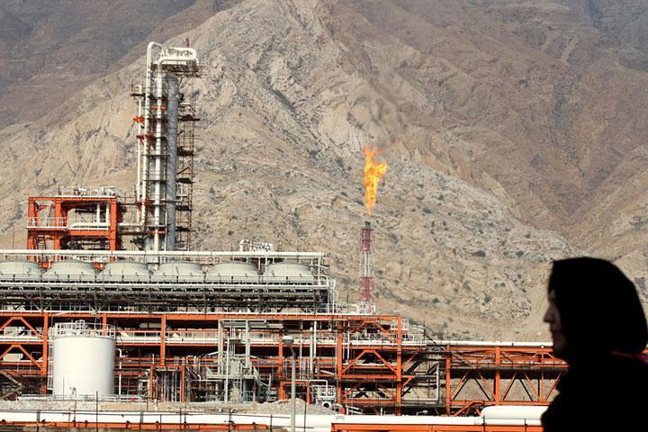 Нефть растет вцене наданных о понижении  запасов вСША