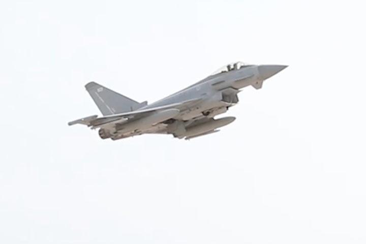 Английские истребители поднялись ввоздух из-за русского самолета
