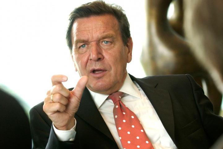 Шредер пояснил критику сотрудничества с«Роснефтью» кампанией Меркель