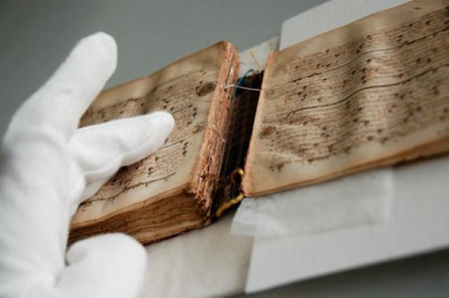 Уникальной книге из Хакасии дают вторую жизнь