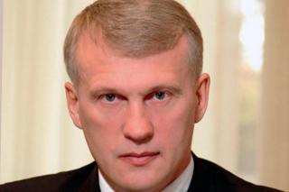 Руководителя администрации главы Хакасии подозревают в мошенничестве и взятке