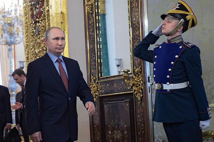 Газета «Коммерсантъ» раскрыла стратегию выдвижения В. Путина впрезиденты