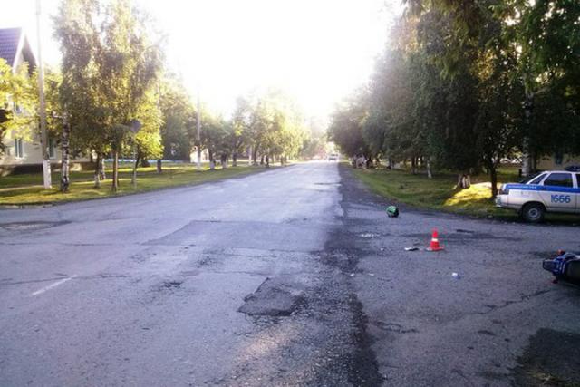В Хакасии водитель, нарушив правила, сбил детей на скутере