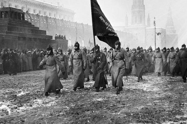 Специалисты Совета безопасностиРФ планируют защищать Октябрьскую революцию отфальсификации