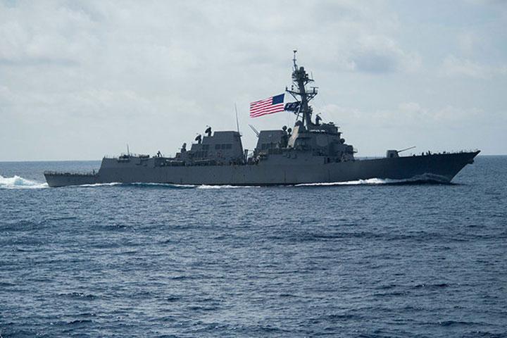 «Фонтанка»: Парад вПетербурге сорвал американский эсминец
