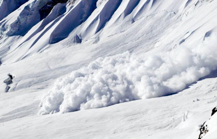 Два человека погибли в итоге  схода снежной лавины вХакасии