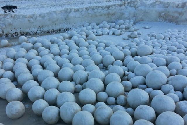 Ученые пояснили появление наЯмале ледяных шаров