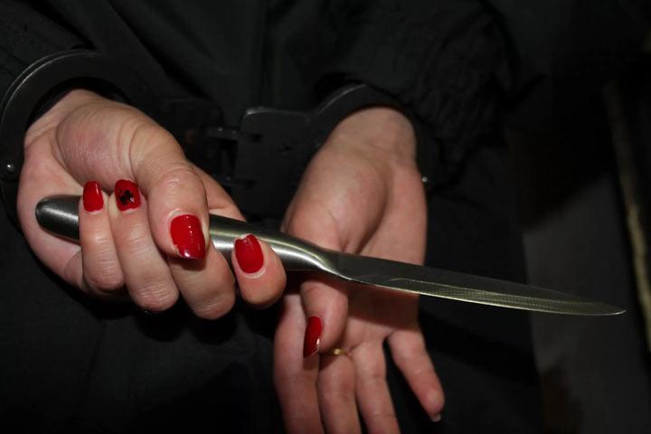 ВТаштыпском районе пьяная женщина воткнула вгрудь своего сожителя нож