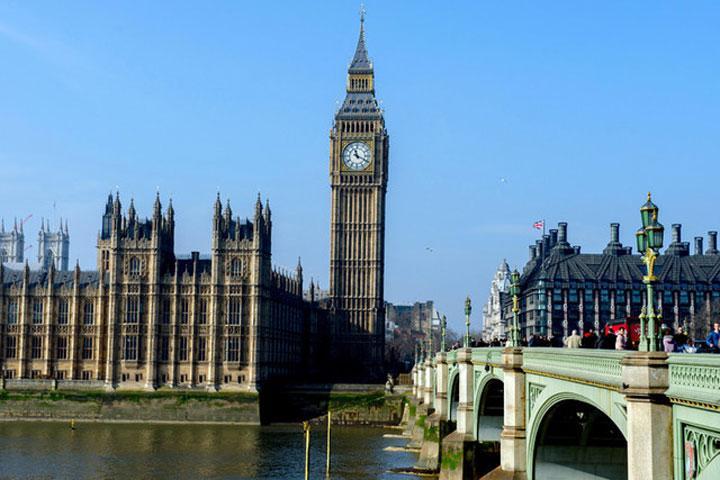 Английские народные избранники требуют руководство наладить разговор сРоссией