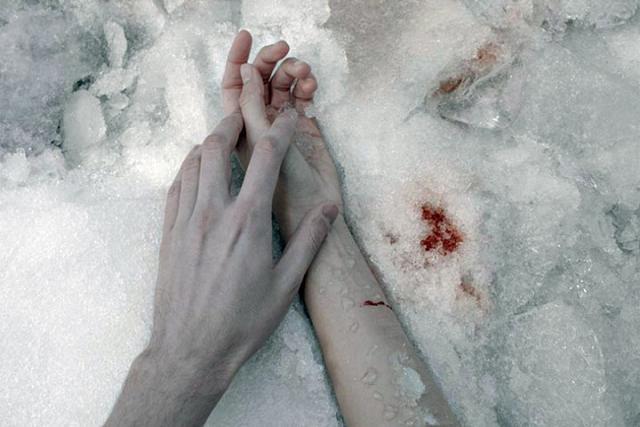 ВАбакане изнасилованная девушка оказалась выброшенной с7 этажа