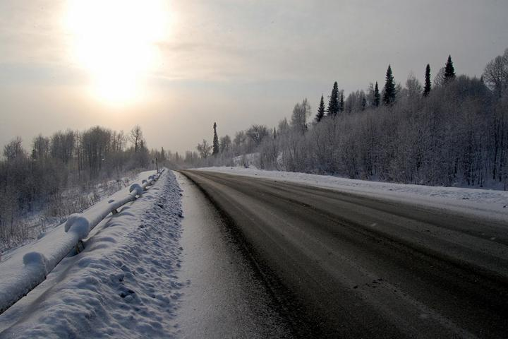 Сильные морозы осложнили дорожную обстановку в Хакасии