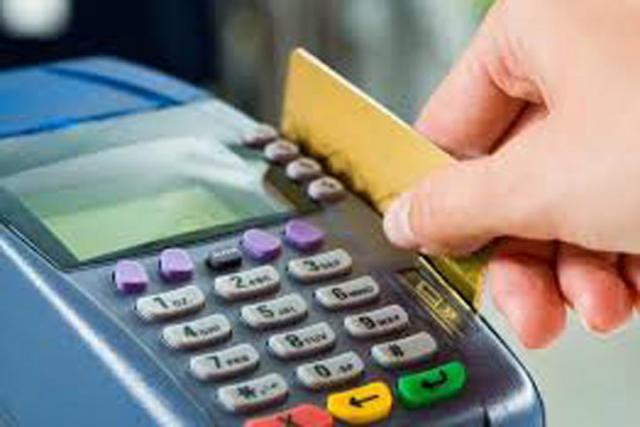 Россиянам запретят оплачивать крупные покупки наличными