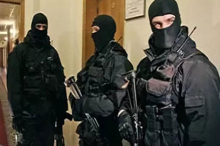 Силовики обыскивают кабинет уголовного розыска наводном транспорте Петербурга