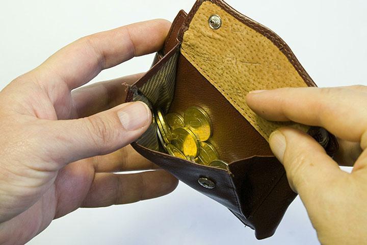ВШЭ: настоящие доходы граждан России упали практически на20% соктября 2014