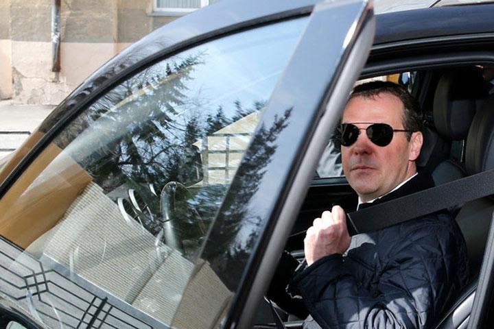 Стало известно отом, что Медведев обеспокоен своим политическим будущим
