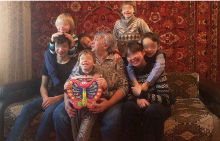 Изъятых изхакасской семьи приемных детей вернули матери