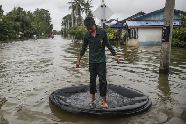 Сотни туристов застряли вТаиланде из-за сильного наводнения