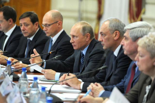 Путин призвал противодействовать экстремизму на государственной почве