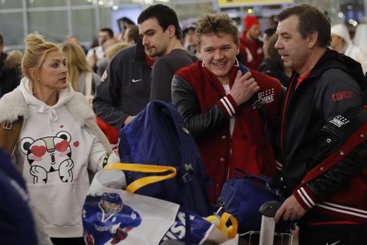 Ваэропорту «Шереметьево» болельщики встретили русских олимпийцев