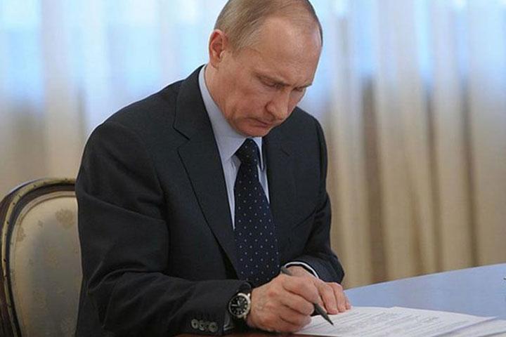 РФ продлила ответные санкции против стран Запада