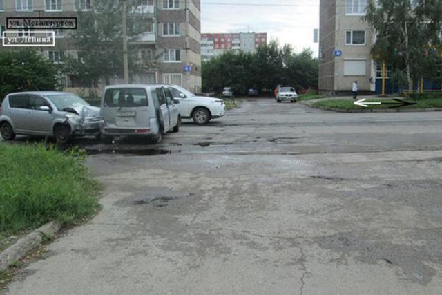 В Хакасии не смогли разъехаться две иномарки