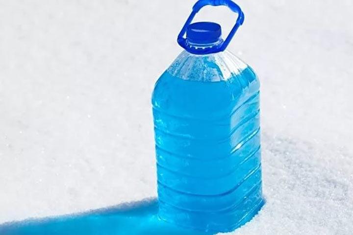 Роспотребнадзор назвал поставщиков «незамерзаек» сметанолом иизъял 220 литров небезопасной жидкости
