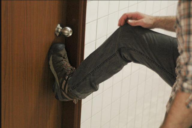 Житель Хакасии сел на скамью подсудимых за то, что уснул в чужом доме