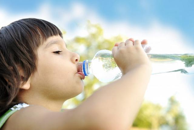 Экспертиза детской воды: микробов больше в100 раз!