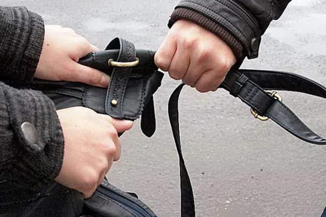 В Абакане юный грабитель дважды напал на женщин
