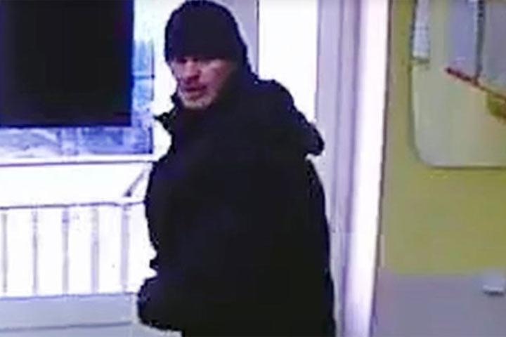 Разбойное нападение намикрофинансовую компанию  попало вобъектив камеры