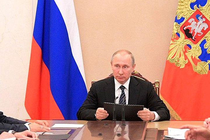 Путин объявил вРФ Десятилетие детства