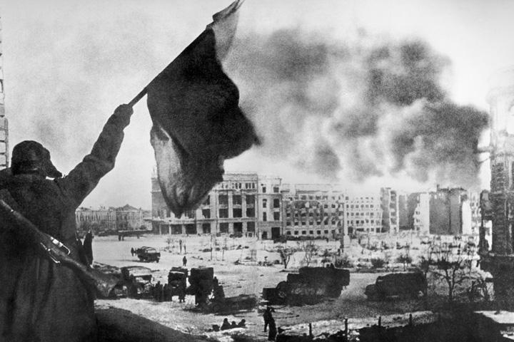 В РФ  празднуют юбилей разгрома фашистов вСталинградской борьбе