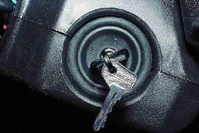 В Абакане угнан автомобиль с оставленными в замке зажигания ключами