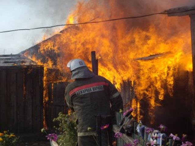 В Хакасии сгорел трансформатор и гараж с автомобилем