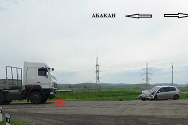 """На трассе """"Енисей"""" в Хакасии легковушка протаранила большегруз"""