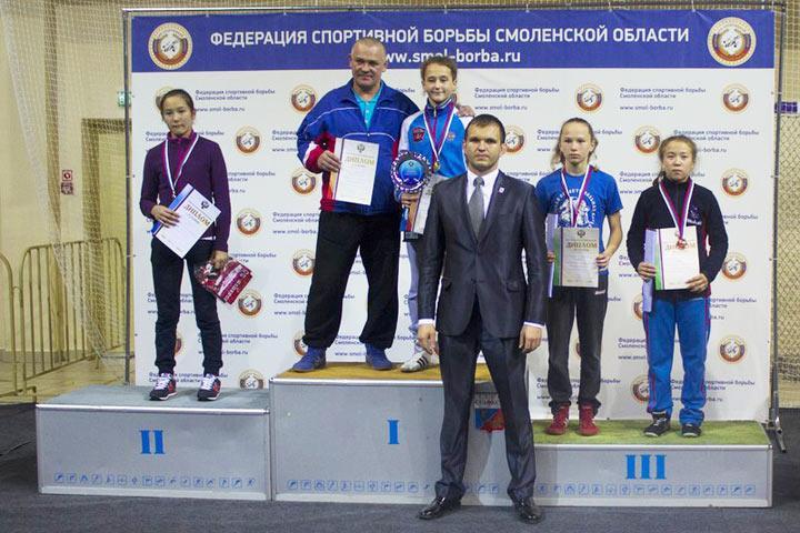 ВСмоленске закончился всероссийский турнир повольной борьбе среди девушек