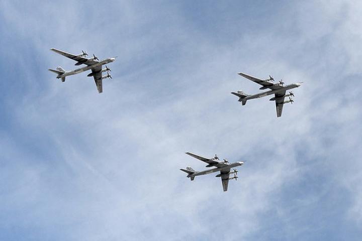 Самолеты ВКС уберегов Аляски исполняли плановый полет— МинобороныРФ