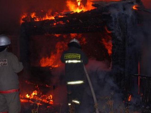 В Саяногорске сгорел торговый павильон