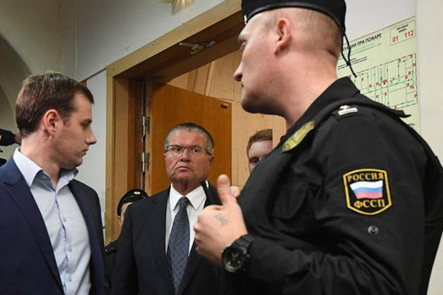 Улюкаев обжаловал домашний арест