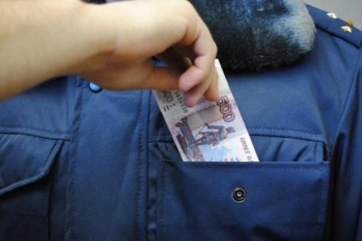 В Красноярске лейтенанта полиции поймали на взятке