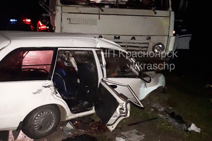 ВХакасии при столкновении сКамАЗом погибли четверо человек