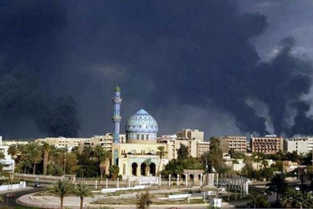 Смертник подорвал бомбу, пострадали неменее 100 человек— Теракт вИраке