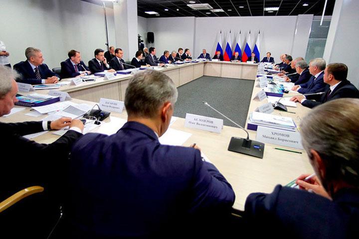 Владимир Путин: регионам дадут отсрочку повыплате долгов руководству